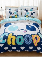 #ชุดผ้าปูที่นอน มีผ้าปูที่นอน1ผืน ปลอกหมอน2ชิ้น และผ้าห่ม1ผืน ลายหน้าหมีแพนด้าChoop สีฟ้าขาว ขนาดเหมาะสม 6 ฟุต ผ้าฝ้าย น้ำหนัก 2.5 กก. ความหนาของขนาดเนื้อผ้า 133x77มม.