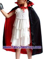 ผ้าคลุมโจรสลัด หรือผ้าคลุมแฟนซี ใช้ได้ 2 หน้า สีแดงและสีดำ เนื้อผ้านิ่ม ยาว 80 ซม.