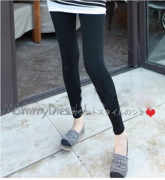 กางเกงเลกกิ้งขายาว สีดำ ไม่มีลวดลาย เอวมีสายปรับระดับได้ค่ะ