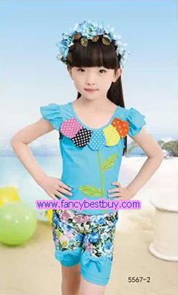 ชุดว่ายน้ำเด็กหญิง แบบ 2 ชิ้น เสื้อ+กางเกง สีฟ้า มีขนาด XL, XXL
