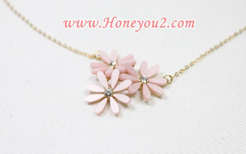 สร้อยคอสั้น ดอกไม้ชมพูกลีบเรียว 3 ดอก
