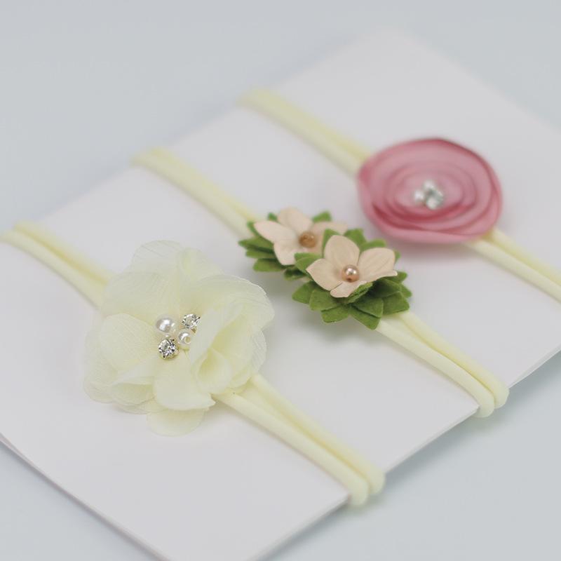 เซ็ทคาดผม 1 เซ็ท มี 3 เส้น รูปดอกไม้สีขาว น่ารักมากๆค่ะ