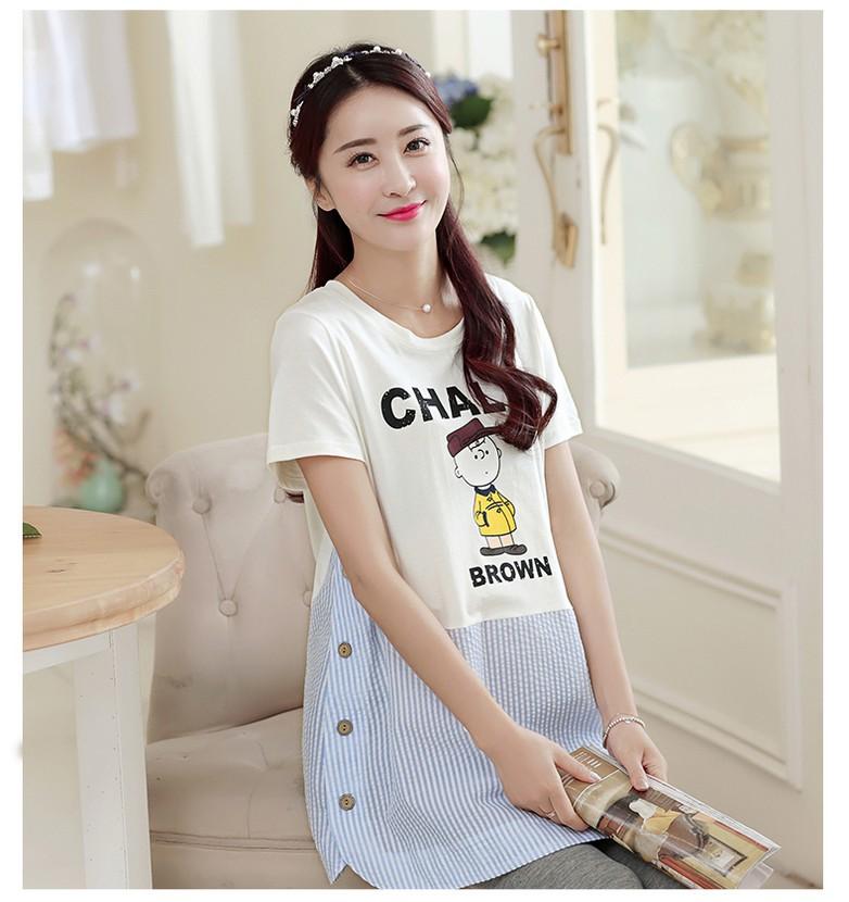 เสื้อคลุมท้อง คอกลม สีขาวต่อด้วยผ้าลายทางสีฟ้า สกรีน CHALIE น่ารักมากๆค่ะ