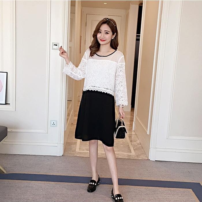 ้เดรสสั้นคลุมท้องแขนยาวสไตล์เกาหลี ช่วงบนเป็นผ้าลูกไม้สีขาวคอเสื้อสีดำ มีสายผูกแต่งคอเสื้อด้านหลัง เย็บต่อกระโปรงสีดำผ้ายืดฮานาโกะ ผ้านิ่ม ใส่สบาย น่ารักมากๆค่ะ