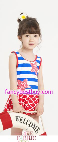 ชุดว่ายน้ำเด็กหญิงลายปลาทอง แบบ 2 ชิ้น ชุดกระโปรง+หมวก สีนำ้เงิน มีขนาด S, L