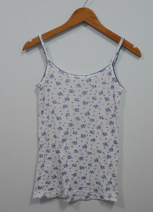 jp4088 เสื้อสายเดี่ยวผ้ายืดสีพื้นขาวลายดอกไม้