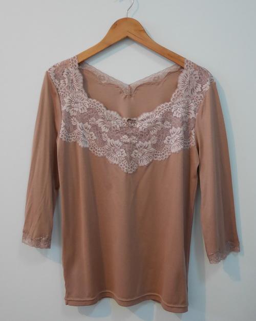 jp3826 เสื้อนอนผ้ายืดสแปนเด็กซ์ สีเนื้อแต่งผ้าลูกไม้ รอบอก 38-40 นิ้ว