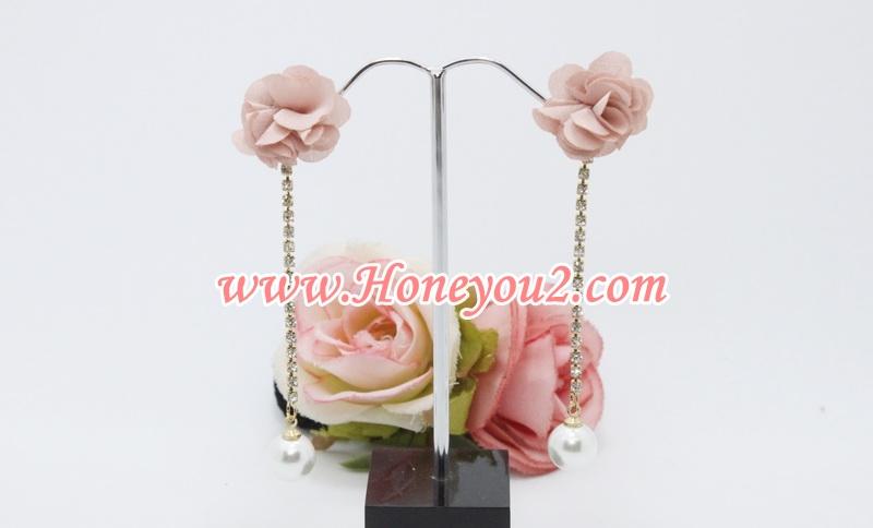 ต่างหูดอกไม้ผ้าสีชมพู ระย้าสร้อยเพชรปลายมุก