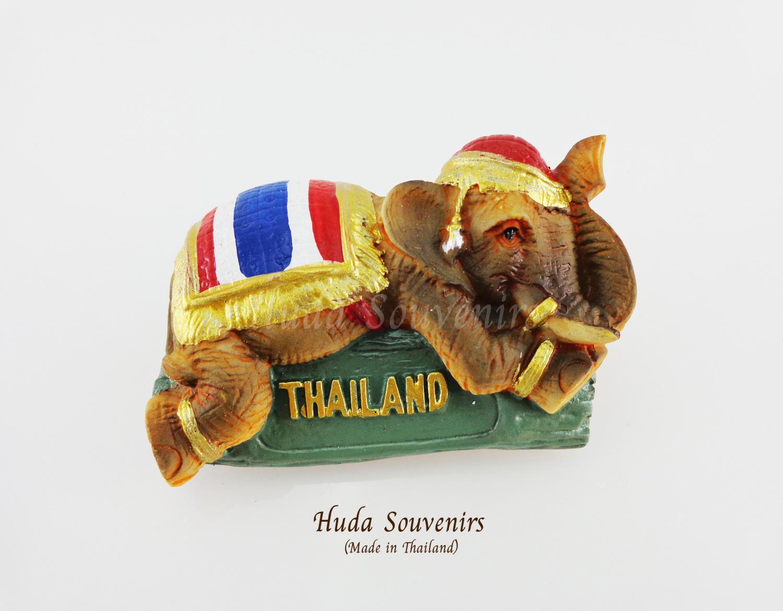 ของที่ระลึกไทย แม่เหล็กติดตู้เย็น ลวดลายช้างทรงเครื่องสีธงชาติไทย วัสดุเรซิ่น ชิ้นงานปั้มลายเนื้อนูน ลงสีสวยงาม