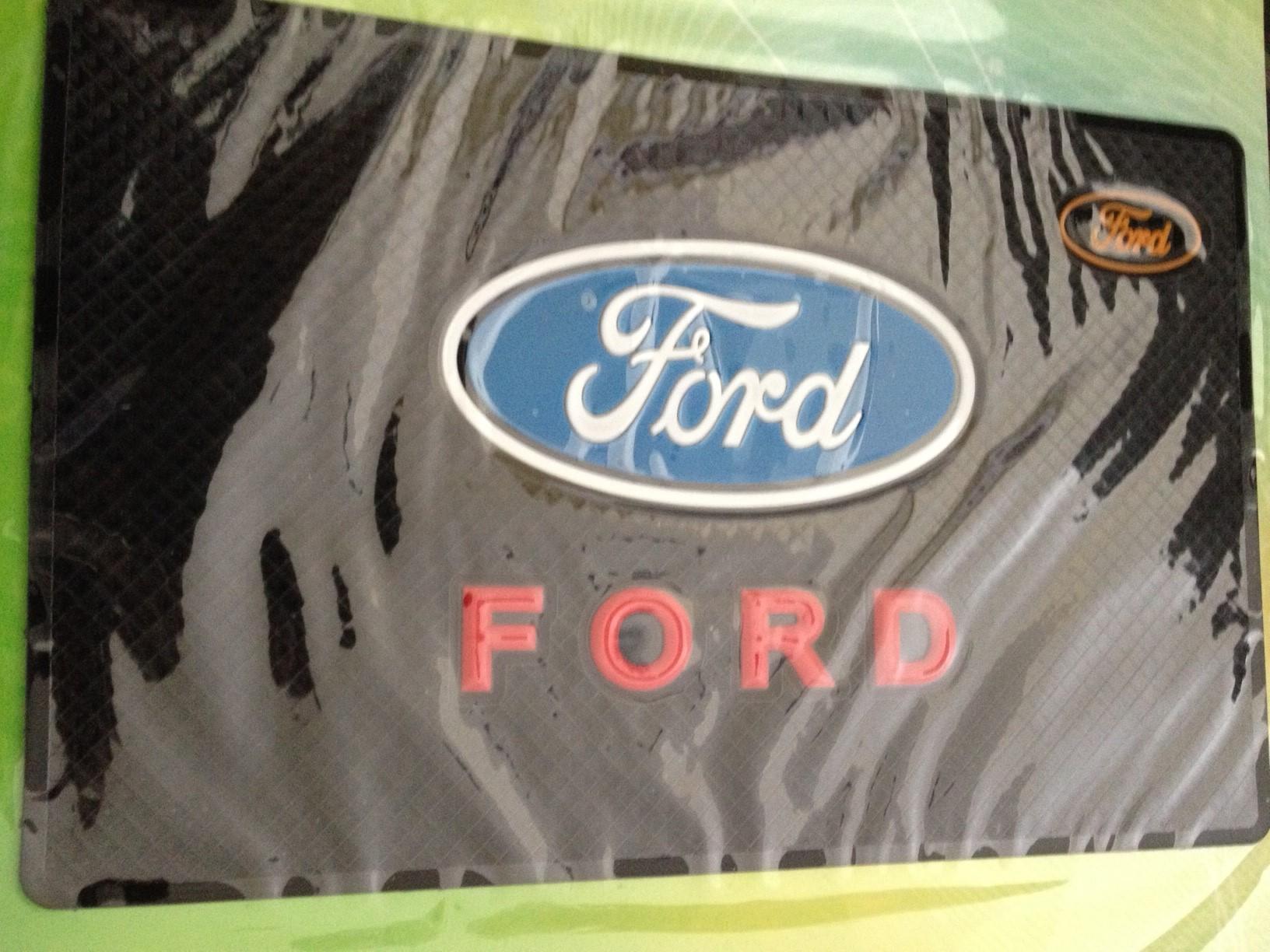 พรมกันลื่น ตรา Ford ขนาด 11.5x18,5 cm