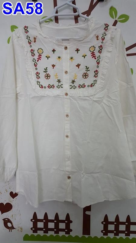#เสื้อคลุมท้องแฟขั่น ผ้าฝ้ายสีขาวคอกลทแขนยาวกระดุมผ่าหน้า ปักลวดลายดอกไม้ที่อก ใส่สบายจร้า