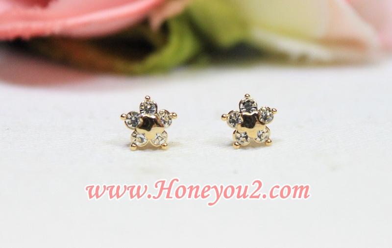 ต่างหู ดอกไม้เพชร 5 กลีบ เกสรดาวทอง รหัส: E 571004 size: 0.8 cm ราคา: 75 ฿