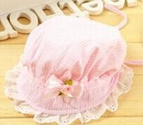 หมวกปีกเด็กผู้หญิงลายชมพูขาว ที่ปีกมีระบายลูกไม้ลายฉลุตกแต่งริบบิ้นโบติดดอกไม้ มีสายผูกที่คาง สำหรับเด็ก1-6เดือนน่ารักมากๆค่ะ