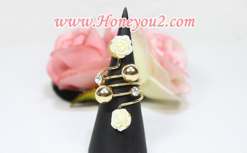 แหวน เม็ดกลมทองแต่งกุหลาบขาว