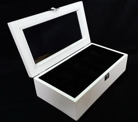 กล่องใส่นาฬิก่งานไม้สนทำสีขาว ภายในบุกำมะหยี่สีดำ มีกุญแจล็อก (มีสินค้าพร้อมส่ง) จัดส่งฟรี