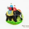 ของที่ระลึกไทย แม่เหล็กติดตู้เย็น ลวดลายช้างและคนนั่งบนหลังช้าง วัสดุเรซิ่น ชิ้นงานปั้มลายเนื้อนูน ลงสีสวยงาม