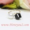 แหวน มุกและสี่เหลี่ยมสีดำ