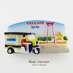 ของที่ระลึกไทย แม่เหล็กติดตู้เย็น ลวดลายรถตุ๊กๆและเสาชิงช้า วัสดุเรซิ่น ชิ้นงานปั้มลายเนื้อนูน ลงสีสวยงาม