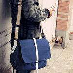 กระเป๋าผ้า แฟชั่นผู้ชาย สีน้ำเงิน ใบกลาง แนวสะพายไหล่ สไตล์ Street เท่ๆ