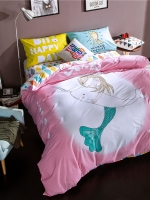 #ชุดผ้าปูที่นอน มีผ้าปูที่นอน1ผืน ปลอกหมอน2ชิ้น และผ้าห่ม1ผืน ลายการ์ตูนนางเงือกกอดปลาโลมา