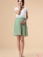Dressกระโปรง ฝ้า2ชิ้นติดกัน ด้านบนเป็นผ้าลูกไม้สีขาว แขนสั้น ด้านล่างเป็นผ้าชีฟองอีดพีชสีเขียว รูปทรงน่ารักมากๆคะ (สำหรับคุณแม่สูงไม่เกิน155เซนติเมตรจะใส่เป็นDressนะคะ)
