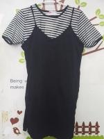#ชุดคลุมท้องSet2ชิ้น เสื้อลายสีขาวดำคอกลมแขนสั้นระบาย+เดรสสายเดี่ยวสีดำผ้ายืดมีกระเป๋าข้าง