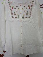 เสื้อคลุมท้องแฟขั่น ผ้าฝ้ายสีขาวคอกลทแขนยาวกระดุมผ่าหน้า ปักลวดลายดอกไม้ที่อก ใส่สบายจร้า
