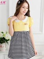 เสื้อเปิดให้นมผ้ายืดเนื้อนิ่ม ด้านบนเป็นสีเหลือง แขนสั้น คอเป็นคอบัวสีขาว ด้านล่างเป็นผ้ายืดลายขวางขาวสลับดำ มีซิปเปิดให้นมแนวขวาง พร้อมเชือกผูกหลังค้ะ ชุดนี้สวมใส่สบายมากๆเพราะผ้าเป็นผ้าเนื้อนิ่มค้ะ