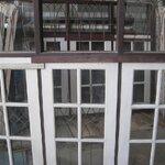 **มือสองสภาพดี สำหรับตกแต่งต่อเติม**หน้าต่างช่องกระจก 3 ช่อง มีช่องแสงติดเหล็กดัด 1.92 เมตร x 1.61 เมตร เป็นไม้ กระจก มือจับ ติดกลอน
