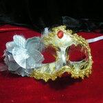 หน้ากากแฟนซีประดับลาย ครึ่งหน้าสีขาว ประดับลายทอง ตกแต่งดอกไม้