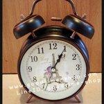 นาฬิกาปลุกกระดิ่งคู่ ทรงกลม ลายหอไอเฟลมีผีเสื้อ สวยมาก