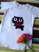 เสื้อเปิดให้นม ผ้ายืดสีขาว แขนสั้น ลายแมวดำคาบกระดูก มีช่องเปิดให้นม2ข้าง ใส่สบายมากๆค่ะ