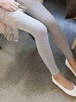 กางเกงเลกกิ้งขายาว สีเทา ไม่มีลวดลาย เอวมีสายปรับระดับได้ค่ะ