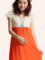 ชุดเดรสคลุมท้องสีส้มขาว ผ้าลูกไม้ด้านบนต่อด้วยผ้ายืดด้านล่าง พร้อมเชือกผูกด้านหลัง