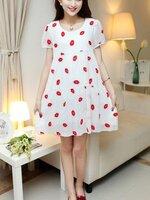 Dressกระโปรงผ้าชีฟอง สีขาว แขนสั้น ปักลายรูปปากสีแดง พร้อมเชือกผูกหลังเนื้อผ้าเย็นสวมใส่สบายมากคะ